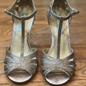 Betsey Johnson T-Strap Peeptoe Gold Heels Size 7